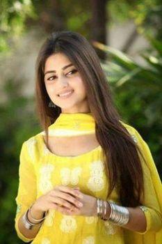 10 Gorgeous Pakistani Actresses