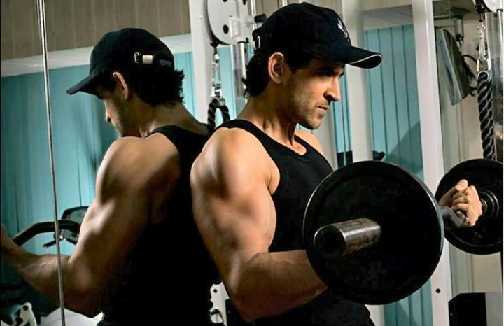 hrithik roshan doing barbell exercises