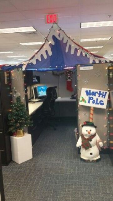 15 christmas cubicle decorating ideas to bring in some for Cubicle decoration xmas