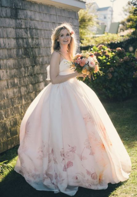 20 Elegant Wedding Dresses For Pregnant Brides