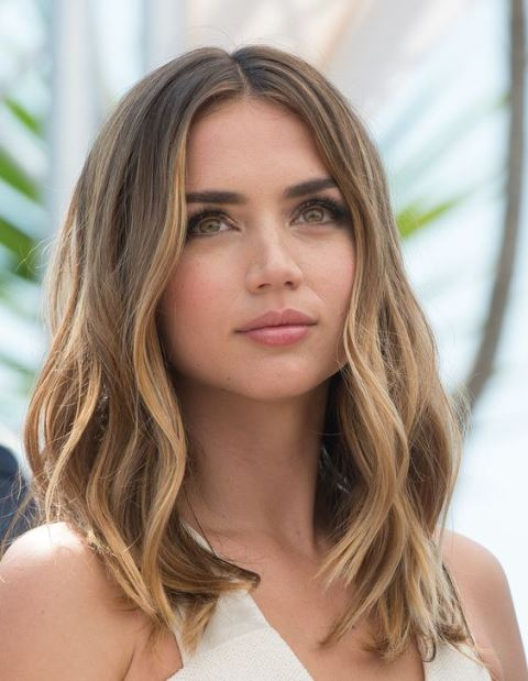 14 Flattering Medium Length Hairstyles For Round Faces You