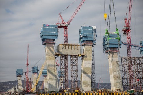 February 9, 2016 - The first tower crossbeam, secured on the main span.