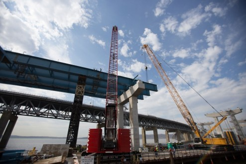 March 10, 2016 – Recently installed steel girders help shape the new bridge's Westchester approach.