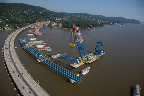 July 2015 - I Lift NY allows the project team to place massive assemblies of girders at once, reducing construction time on the river and creating a safer work environment.