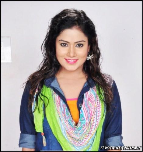 Odia Actress Anisha Hot & Beautiful Wallpapers and Photo Gallery