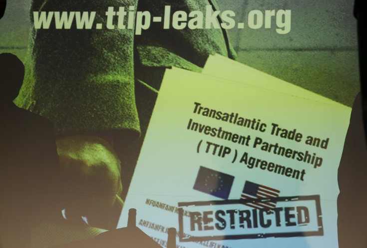 2016-05-02T095310Z_1291256188_LR1EC520RGCLM_RTRMADP_3_USA-EU-TTIP-GREENPEACE