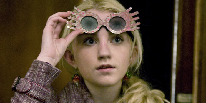 Evanna Lynch in una scena di Harry Potter 6