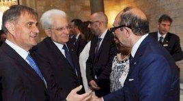 Vincenzo Cotugno dona la campana del Molise al Consiglio regionale della Sicilia. Presente anche il presidente della Repubblica Mattarella.