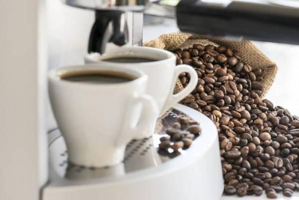 Γιατί πρέπει να πίνετε καφέ καθημερινά: Οι 7 λόγοι υγείας που θα σας πείσουν