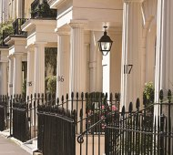 Row-of-Town-Houses-in-London