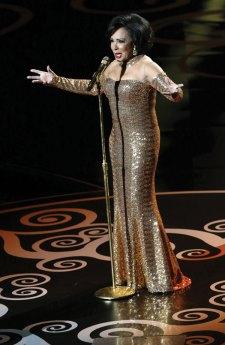 Shirley-Bassey-Oscars-1