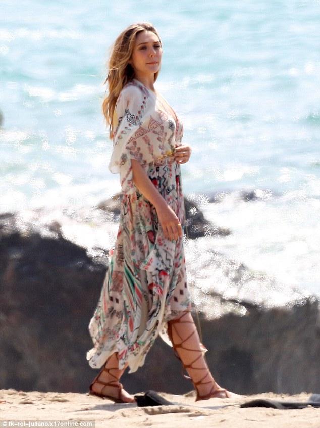 Pretty Girl Wallpapers Hd Elizabeth Olsen Looks An Goddess As She Poses For Photoshoot