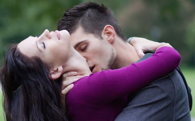 how to meet someone french kiss