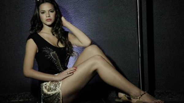 Bruna Marquezine long legs, in a model photoshoot