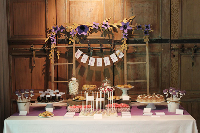 Nice Party bautizo flores lila mesa de dulces (9)