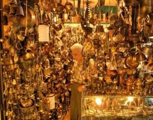 Der Große Basar in Istabul: viele skurrile Händler und Läden. Foto: Michael Dunker