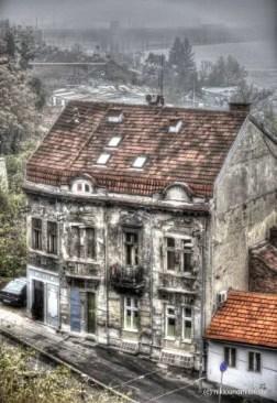 wenn diese Wände sprechen könnten... Häuser mit Geschichte stehen an der Donau in Belgrad.