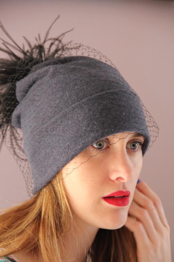 Bonnet-gris-plumes-ninou-laroze-clermont-ferrand