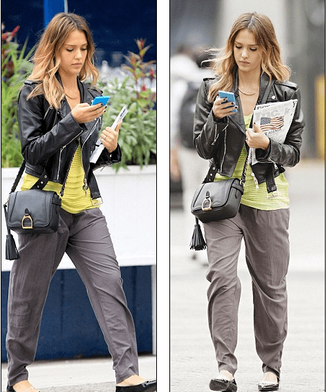 Jessica Alba Spotted using Windows Phone
