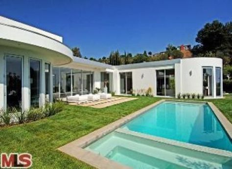 groucho looking in Groucho Marxs home is a bargain at $10.5 million photo