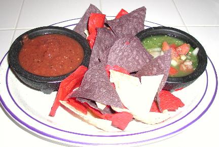 Dos salsas y totopos