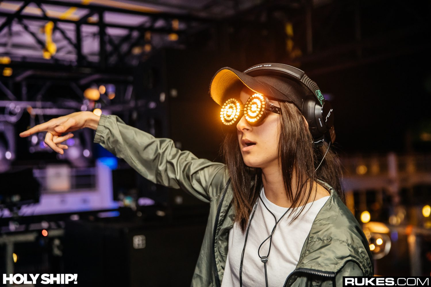 Deep House Girl Wallpaper Rezz Releases Drugs From Debut Album Noiseporn
