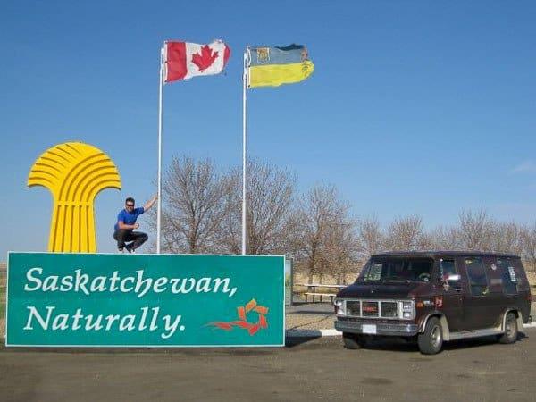 Van Saskatchewan border Canada road trip