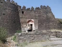 tourist places to visit near aurangabad Daultabad Fort