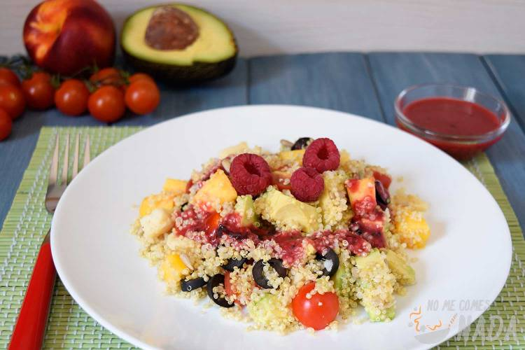 Ensalada de quinoa con vinagreta de frutos rojos
