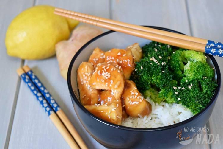 Pollo con brócoli en salsa de soja y miel