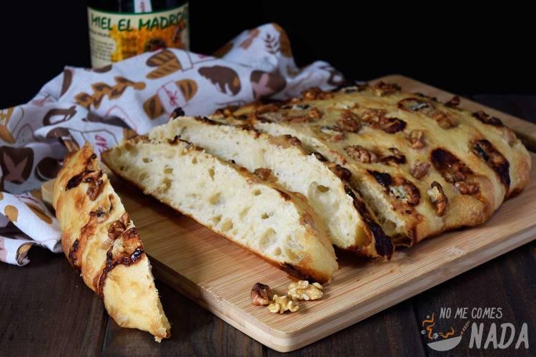 Focaccia de gorgonzola, nueces y miel