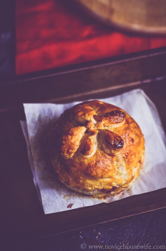Brie in puff pastry with cranberry sauce | The Novice Housewife