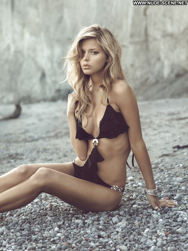 Danielle Knudson Pictures Babe Celebrity