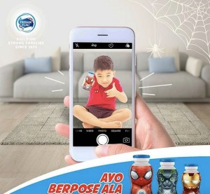 Foto Seru Berpose Spiderman Frisian Flag Milky Berhadiah Room Make Over