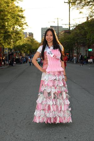 http://i0.wp.com/www.nwasianweekly.com/wp-content/uploads/2012/31_31/blog_dress.JPG?resize=300%2C451