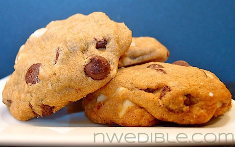 Dark Chocolate Chip and Macadamia Nut Cookies: Insanely Good and Easy