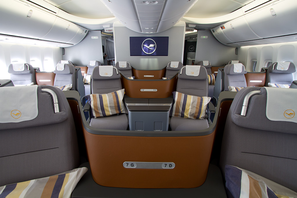 Lufthansa 747-8i Business Class (main deck) I LOVE to fly - team 7 k che