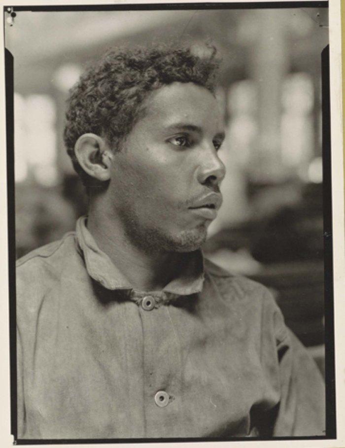 Puerto Rican immigrant at Ellis Island between 1905-1926. Photo: Lewis Hine
