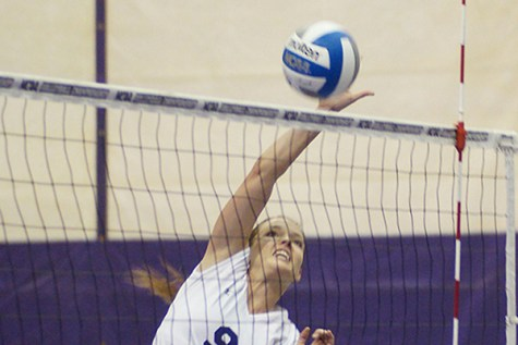 Violets off to rocky start at Labor Day weekend volleyball tournament