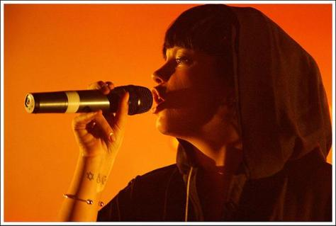 Lily Allen reacts provocatively to fan criticism