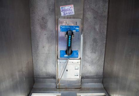 Museum uses public pay phones to share '90s history