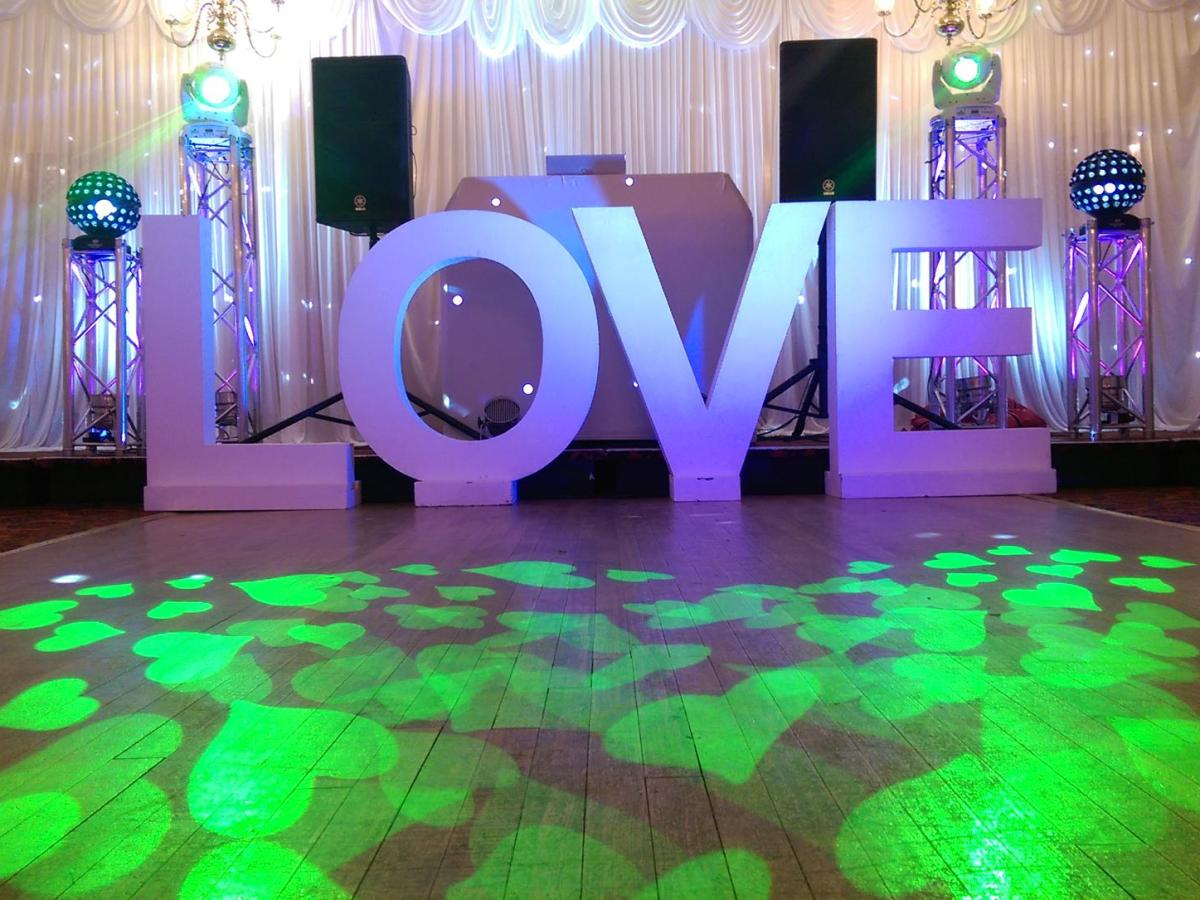 Obsession_entertainment_wedding_photography_wedding_dj_wedding_disco_drapes_lighting_equipment_higher_childrens_party-0036
