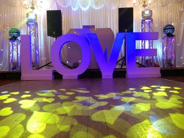 Obsession_entertainment_wedding_photography_wedding_dj_wedding_disco_drapes_lighting_equipment_higher_childrens_party-0037