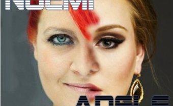 Noemi vs. Adele