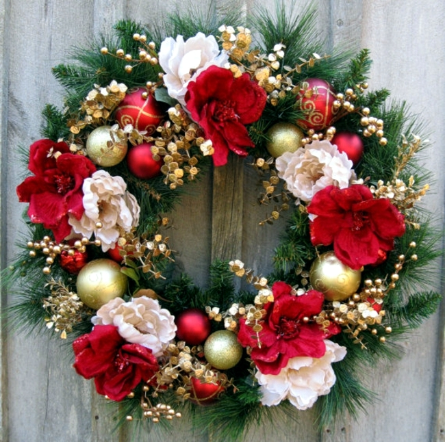 Make a Christmas wreath and decorate with natural materials - christmas wreath decorations