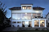 White house with large windows | Interior Design Ideas ...