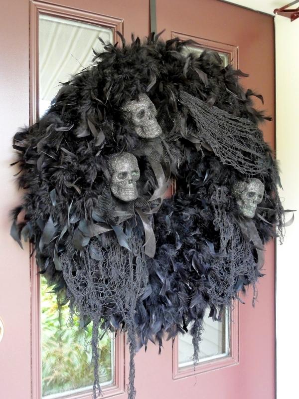 Halloween garden decorations ideas with skeletons skulls
