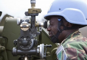 A FIB Tanzanian artillery specialist is adjusting his aim during training in Sake. Photo: Sylvain Liechti / MONUSCO / 17.07.2013.
