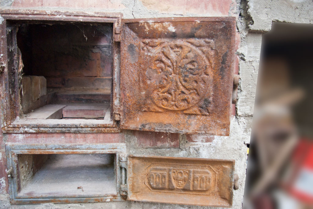 The Best Way To Restore An Old, Rusted Wood-Burning Stove | Off