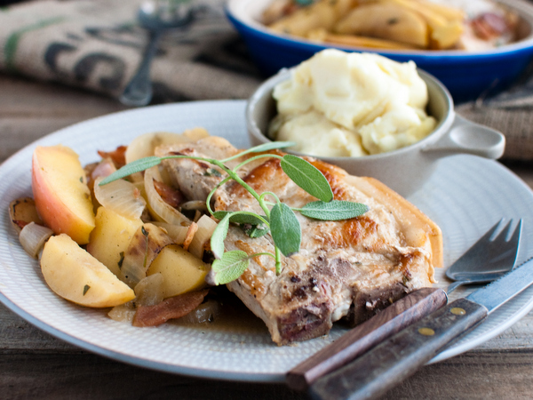 Pork chops roasted with apples and beer